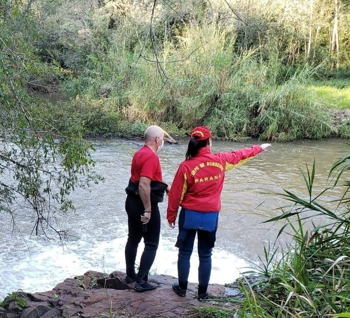 Bombeiros retomam as buscas pelo corpo de Rosana Silva
