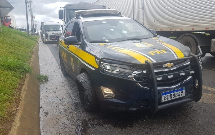Policial fica ferida após troca de tiros entre ladrões e PM e PRF em Ponta Grossa