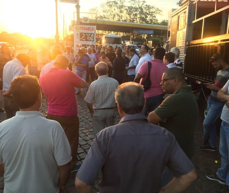 Moradores fazem novo ato contra fechamento de cruzamentos em Sarandi