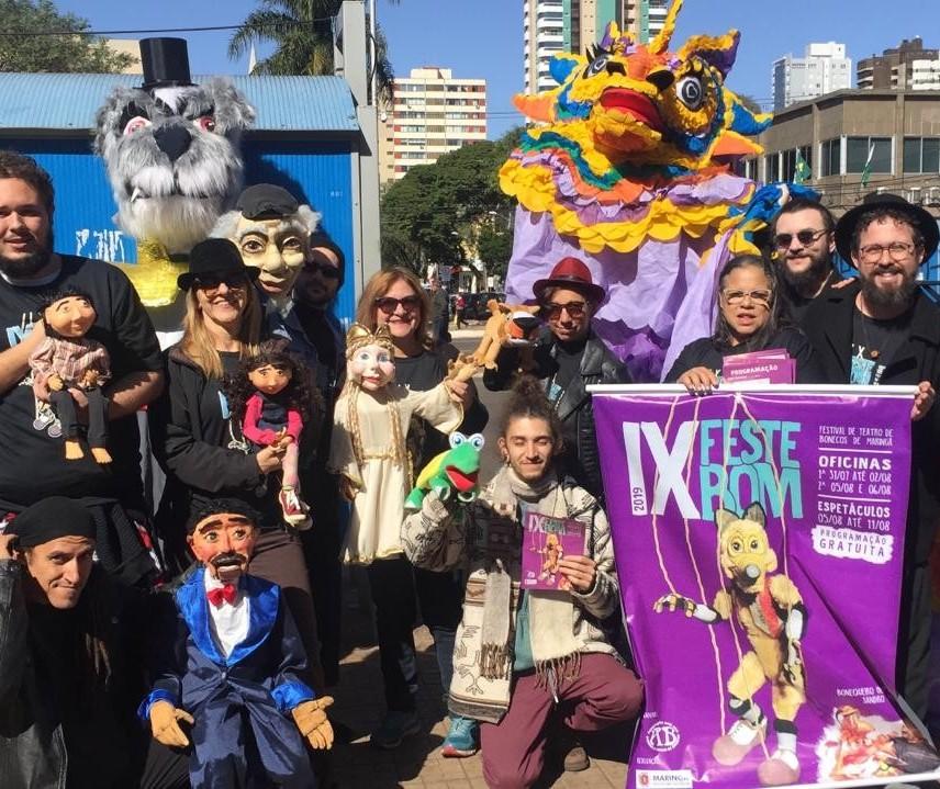 Bonequeiros saem às ruas para anunciar Festival de Teatro de Bonecos