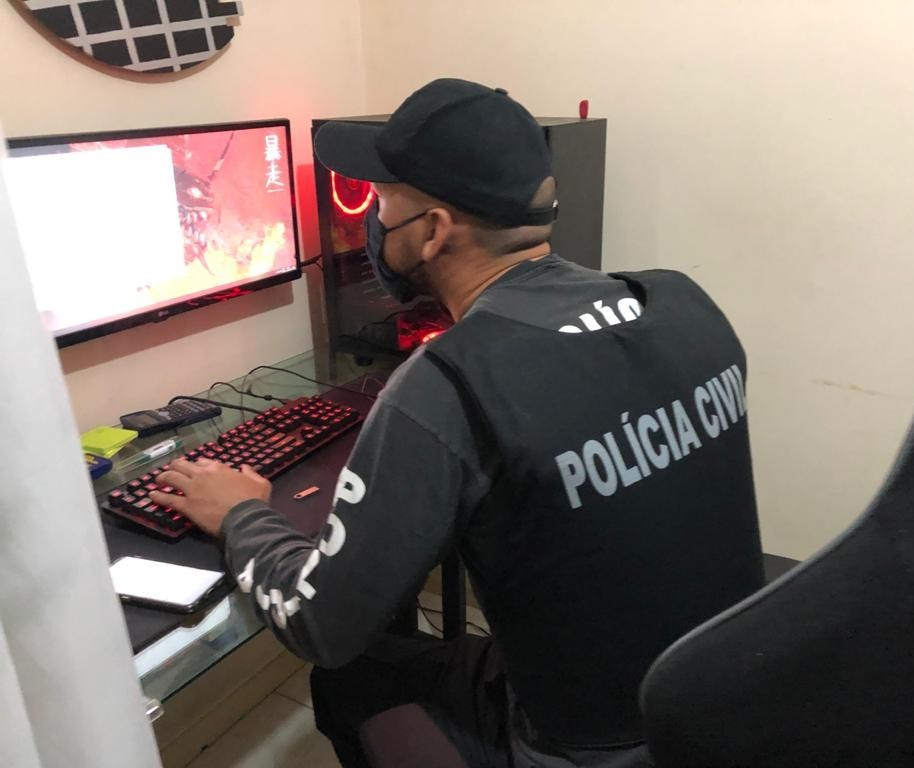 Polícia Civil cumpre mandado de busca e apreensão em Maringá