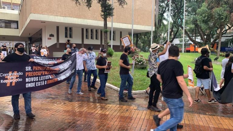 Empresários de eventos e gastronomia protestam em Maringá