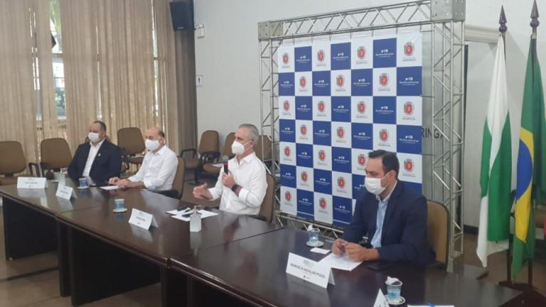 Prefeito anuncia 'subprefeituras digitais' em prestação de contas dos 100 dias de governo