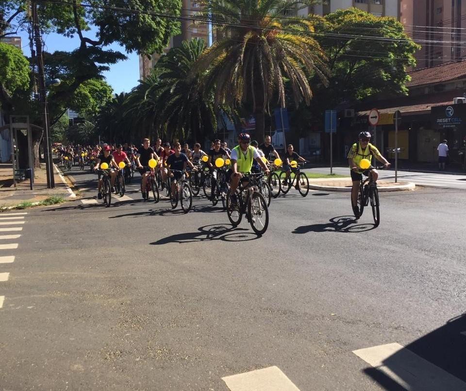 Ciclistas participam de ação da PM em Maringá