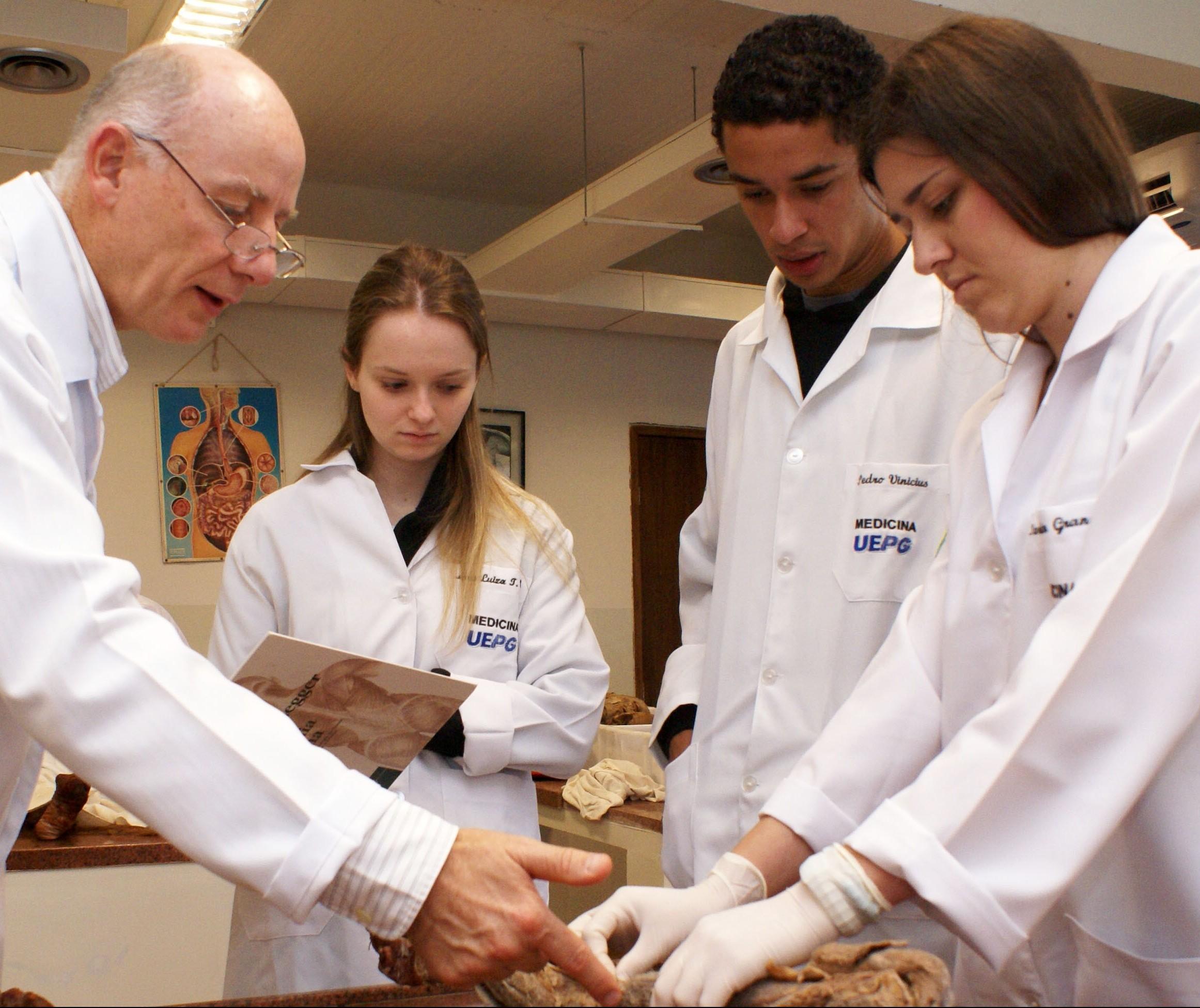 Alunos de Medicina querem antecipar formatura para ajudar na luta contra a Covid-19