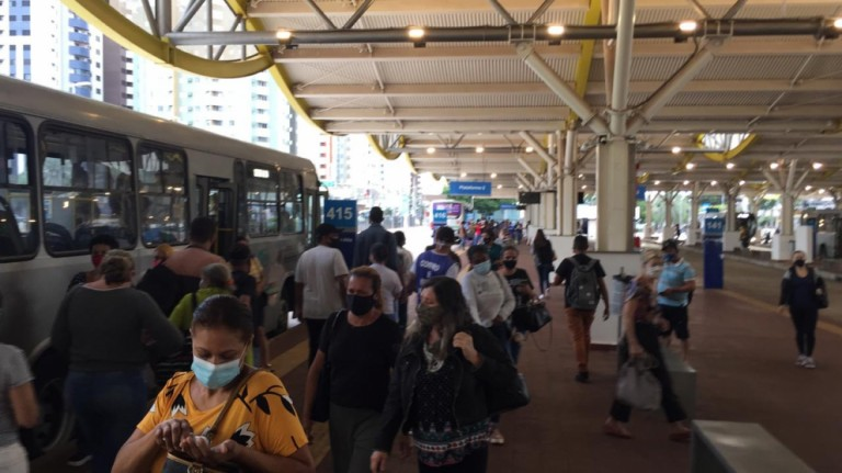 No quinto dia de paralisação, parte da frota de ônibus volta a circular em Maringá