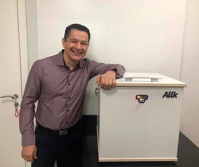 Empresa de Maringá desenvolve caixa que descontamina objetos, eliminando inclusive o coronavírus