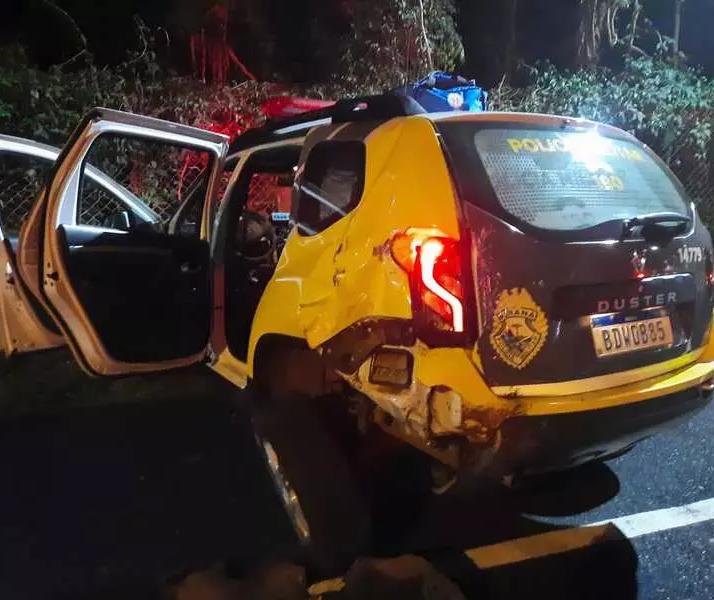 Motorista bêbado que bateu em viatura da PM paga fiança e é liberado em Maringá