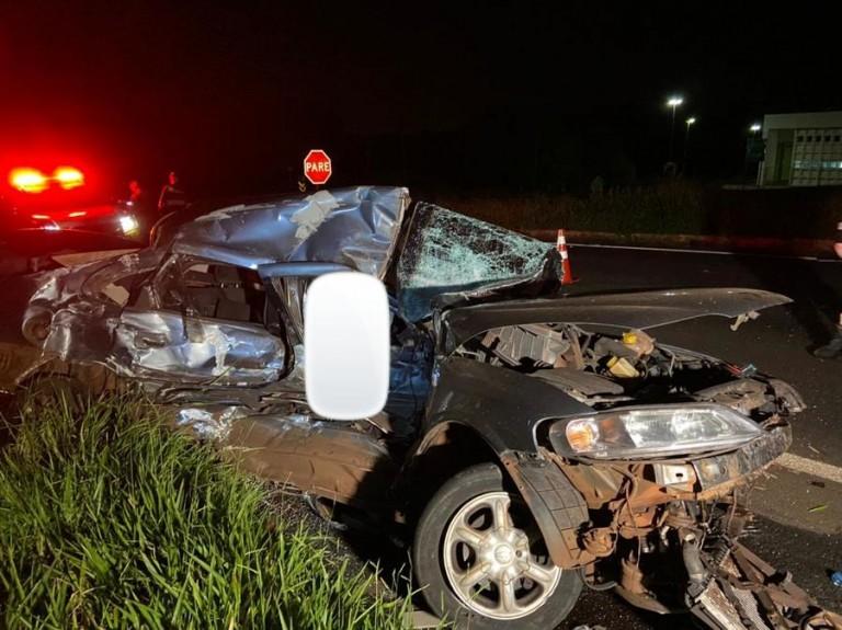 Motorista de 32 anos morre após colidir carro contra caminhão na PR-317