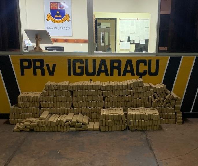 Polícia encontra 492 kg de maconha em carro abandonado na PR-317