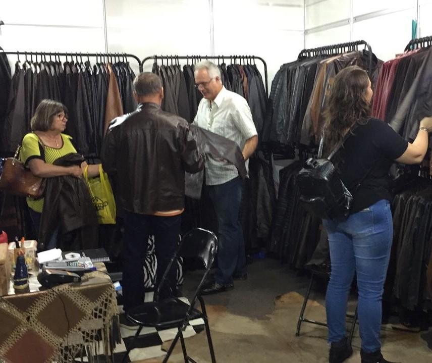 Chegada de frente fria anima comércio de roupas de couro na Expoingá