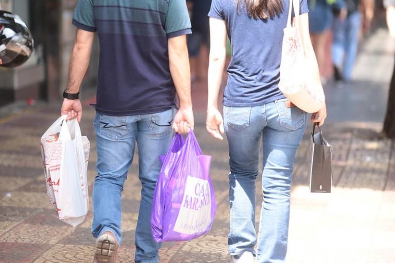 Comércio de rua funciona no sábado (28) até 18h em Maringá