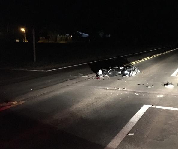 Caminhoneiro cruza trevo, bate em motociclista e foge, diz PRE