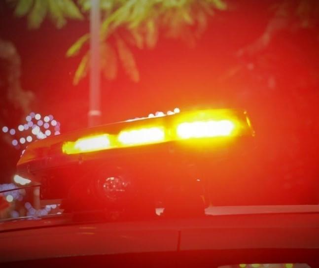 Carro bate em tubo de concreto e motorista morre, em Doutor Camargo