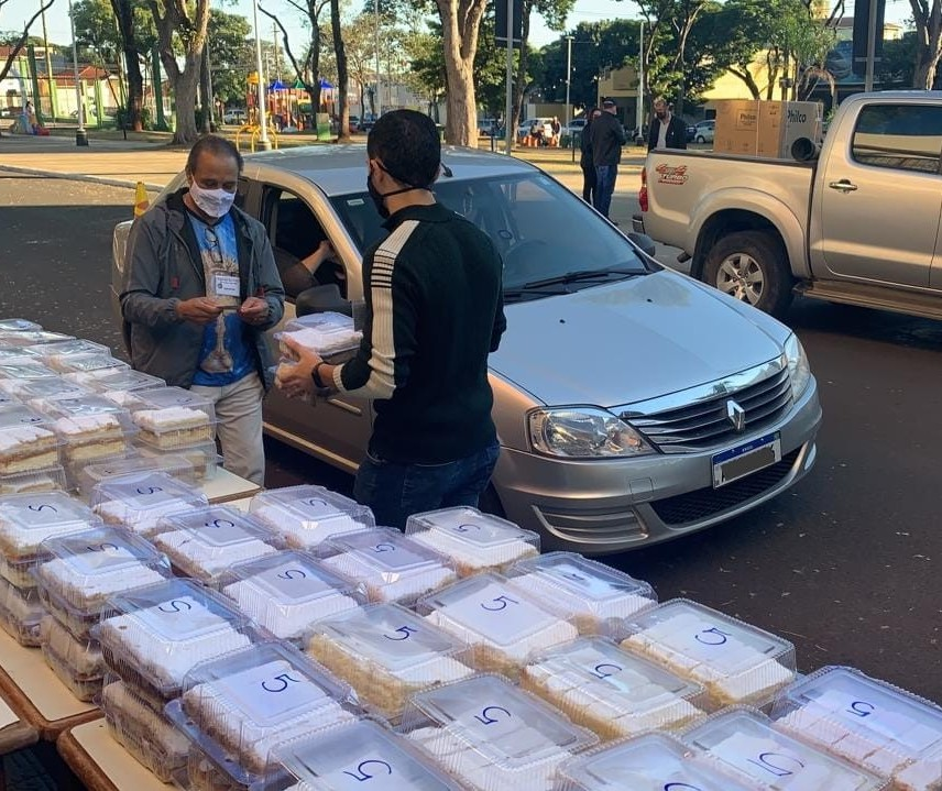 Fé e esperança por dias melhores na entrega do Bolo de Santo Antônio em Maringá