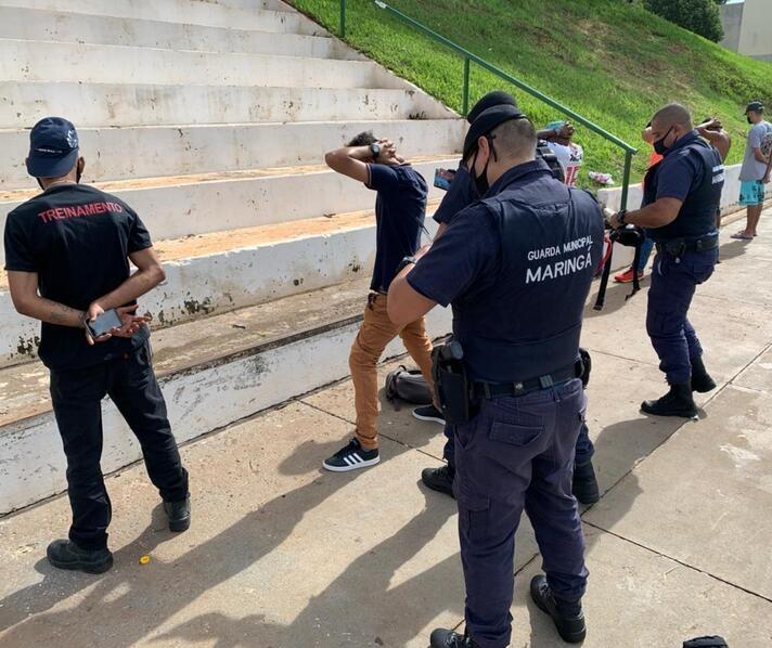 Operação policial 'fecha' Vila Olímpica de Maringá e encontra drogas