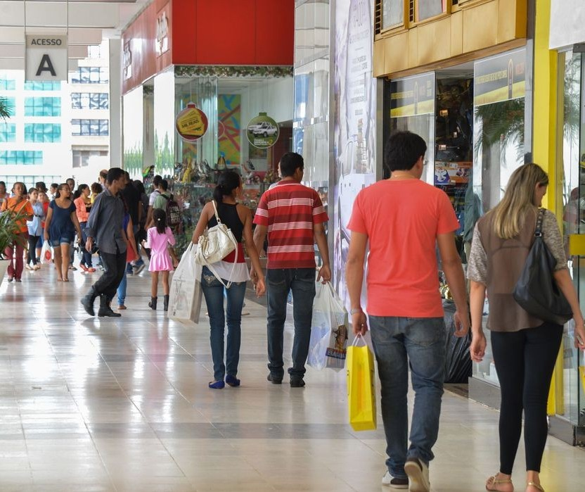 Quase 60% dos consumidores têm adiado compras de bens ou serviços