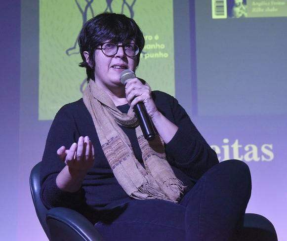 Humor e cotidiano marcam poesia de Angélica Freitas