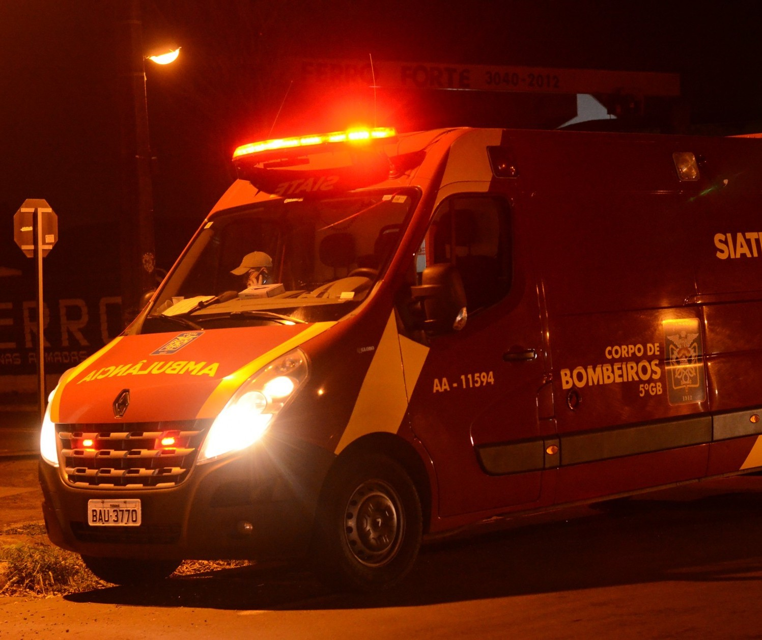 Motorista morre atropelado enquanto empurrava carro na BR-376