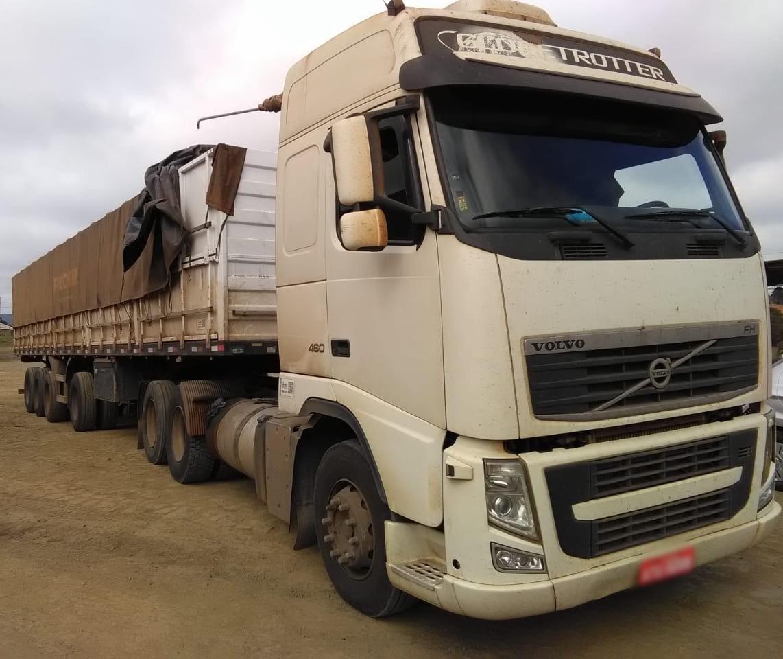 Polícia recupera caminhão com carga roubada em Maringá