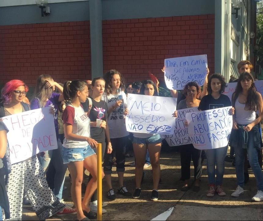 Estudantes querem punição mais severa para professores acusados de assédio