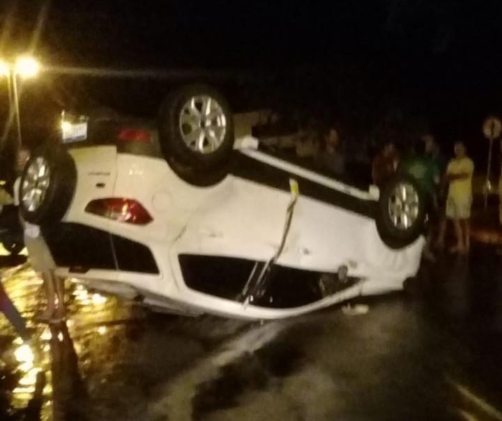 Câmera de segurança flagra capotamento em Paranavaí