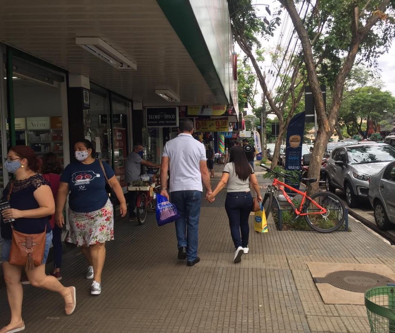 Sábado de comércio até as 18h em Maringá