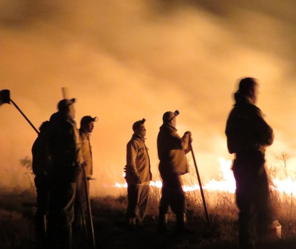75 pessoas trabalham no combate às chamas que já duram mais de uma semana