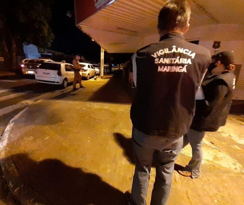 Bar flagrado aberto na madrugada é autuado em Maringá