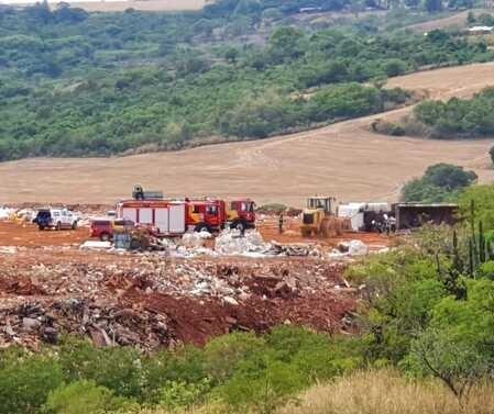 Carreta tomba e motorista morre em acidente de trabalho em Maringá