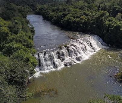 Bombeiros procuram mulher que desapareceu no Rio Pirapó