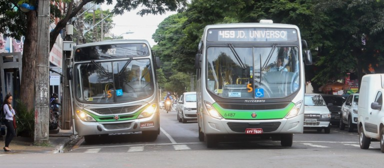 89 ônibus urbanos e 17 metropolitanos estão circulando nesta terça-feira (16) em Maringá