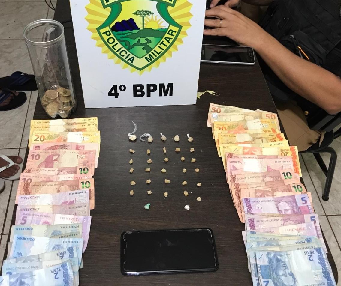 Um homem e dois adolescentes são detidos por tráfico de drogas