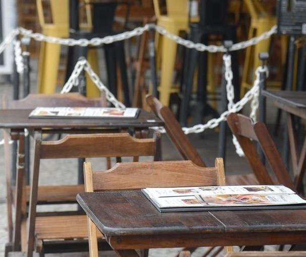 Bares e restaurantes de Maringá podem fazer vendas no balcão, drive-thru e delivery, decide Justiça