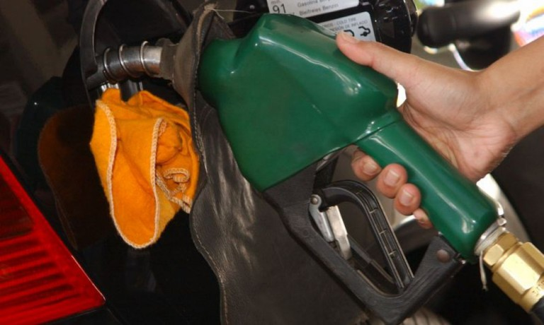 """Açúcar """"melou"""" o preço do etanol"""