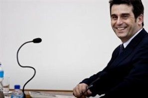 Vereador se defende de críticas após ausência em sessão que votou projeto das casas geminadas