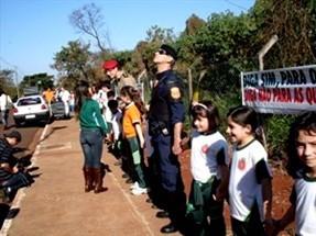 Crianças abraçam o Parque do Sabiá em Maringá