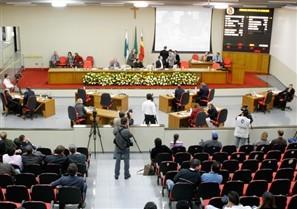 Câmara de Maringá aprova salário de R$ 6.900 para vereadores