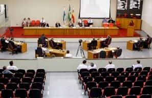"""Paulo Soni diz ter o apoio de seis vereadores para revogar o """"supersalário"""" aprovado na Câmara"""