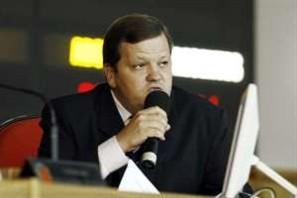 Prefeitura pede reintegração de secretário afastado pela Justiça