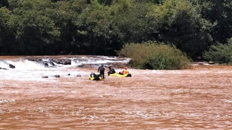 Mesmo com chuva, buscas por jovem desaparecida no Rio Pirapó continuam