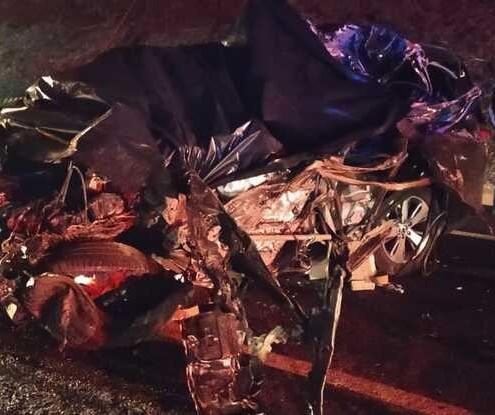 Acidente entre carro e caminhão deixa um morto e dois feridos na PR-444