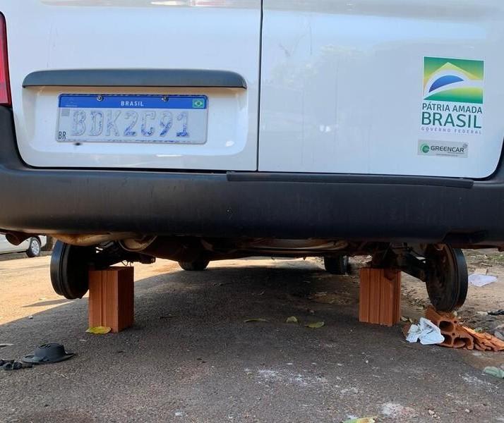 Ladrões furtam rodas de ambulância em Paiçandu