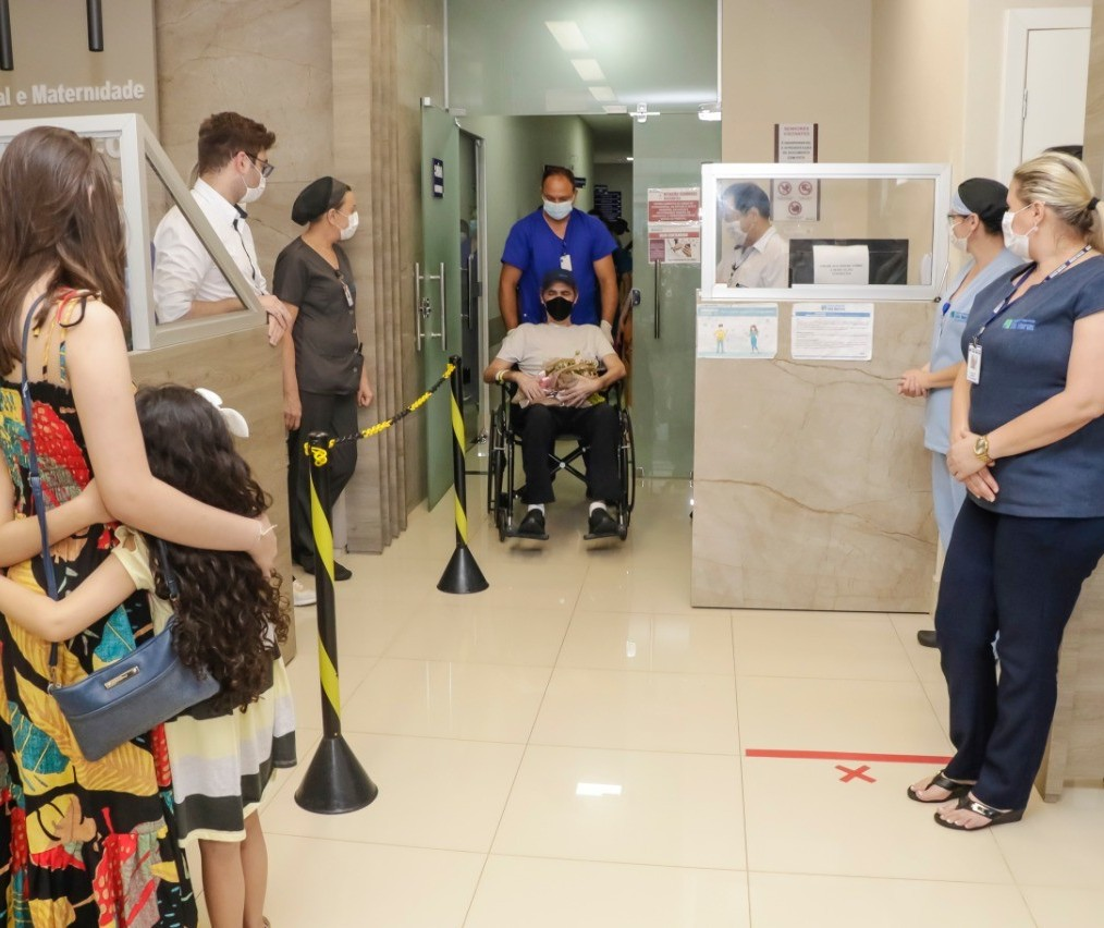 Covid-19: Policial militar de Maringá recebe alta após 51 dias na UTI