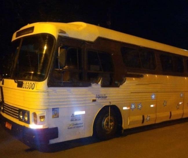 Assaltantes interceptam ônibus de turismo na região de Maringá e roubam passageiros