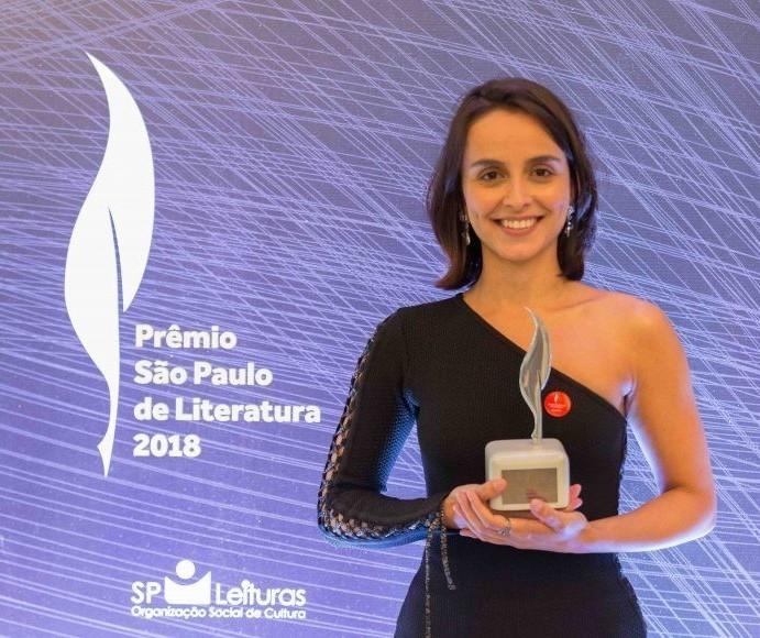 """Aline Bei lança e discute o livro """"O peso do pássaro morto"""""""
