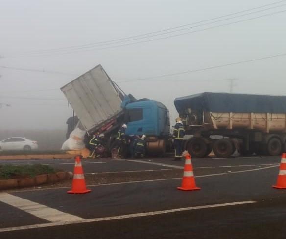 Neblina provoca acidente em Maringá