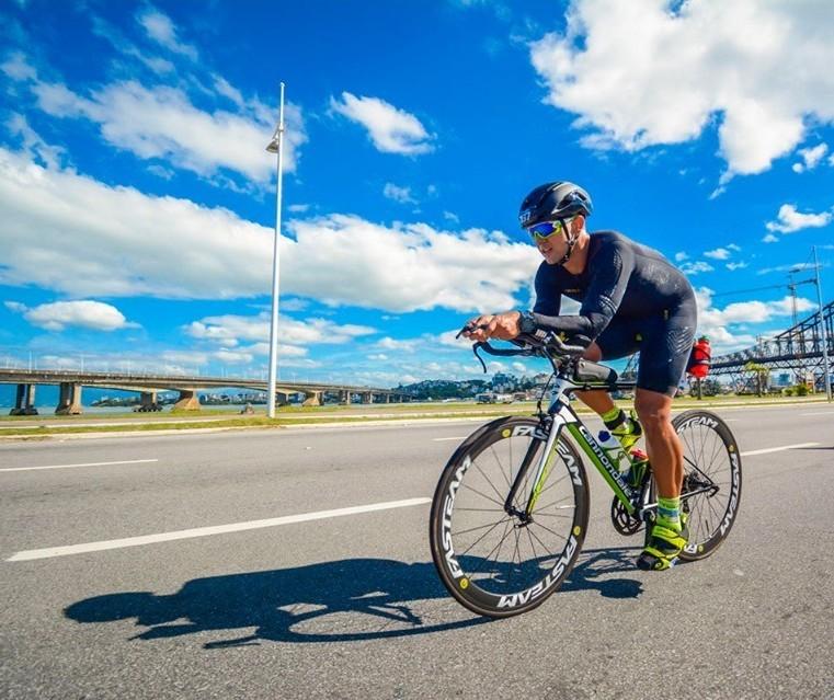 Para cumprir promessa, ciclista de Maringá vai pedalar mais de 800 km