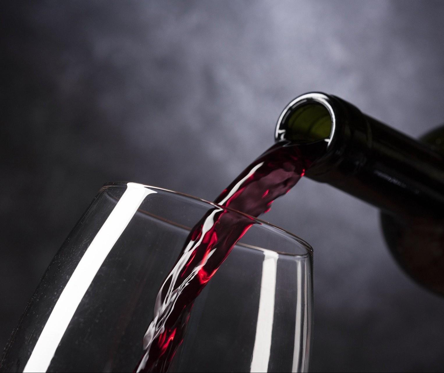 A relação entre beijo e vinho