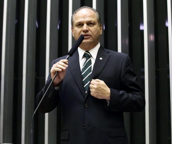 Em discurso na Câmara, Ricardo Barros defende corte do próprio salário